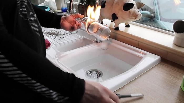 Різання скляних пляшок в домашніх умовах. Як розрізати скляну пляшку звичайною ниткою? легко і швидко! скляні пляшки на присадибній ділянці
