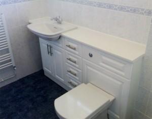 Як заховати труби у ванній? як закрити труби в туалеті — ефективні варіанти дизайну і декору (45 фото) дверцята закрити труби.