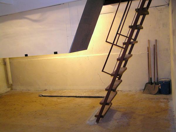 Металеві сходи в льох своїми руками креслення. Практична сходи в підвал: як зробити правильно