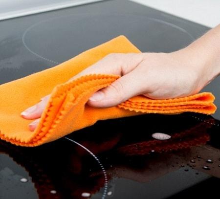 Як доглядати за індукційною варильною поверхнею. Як помити індукційну плиту