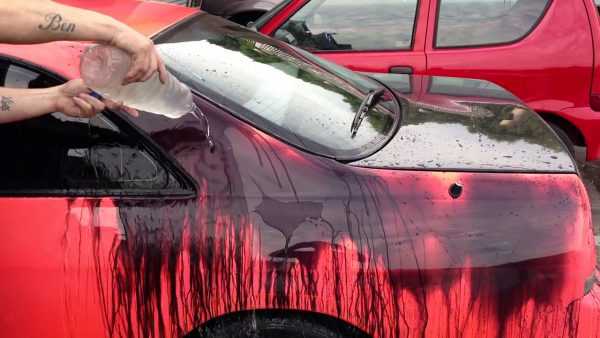 Фарба яка змінює колір від температури. Створена реагує на зміну температури фарба для волосся