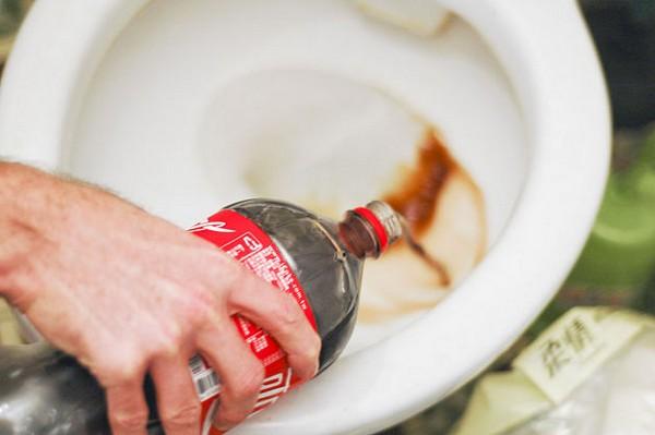 Чим відмити іржу в унітазі в домашніх умовах. Як і чим видалити іржу і вапняний наліт з унітазу і всередині бачка унітазу в домашніх умовах: поради, рецепти, список кращих чистячих засобів з назвами