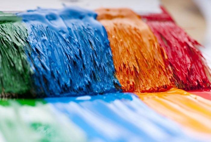 Як користуватися акриловими фарбами? як фарбувати акриловою фарбою: техніка виконання, необхідні матеріали та інструменти, покрокова інструкція роботи та поради фахівців на яку фарбу можна наносити акрилову емаль.