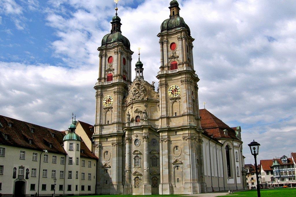 Малюнок монастиря середньовіччя. Найстаріші середньовічні монастирі європи